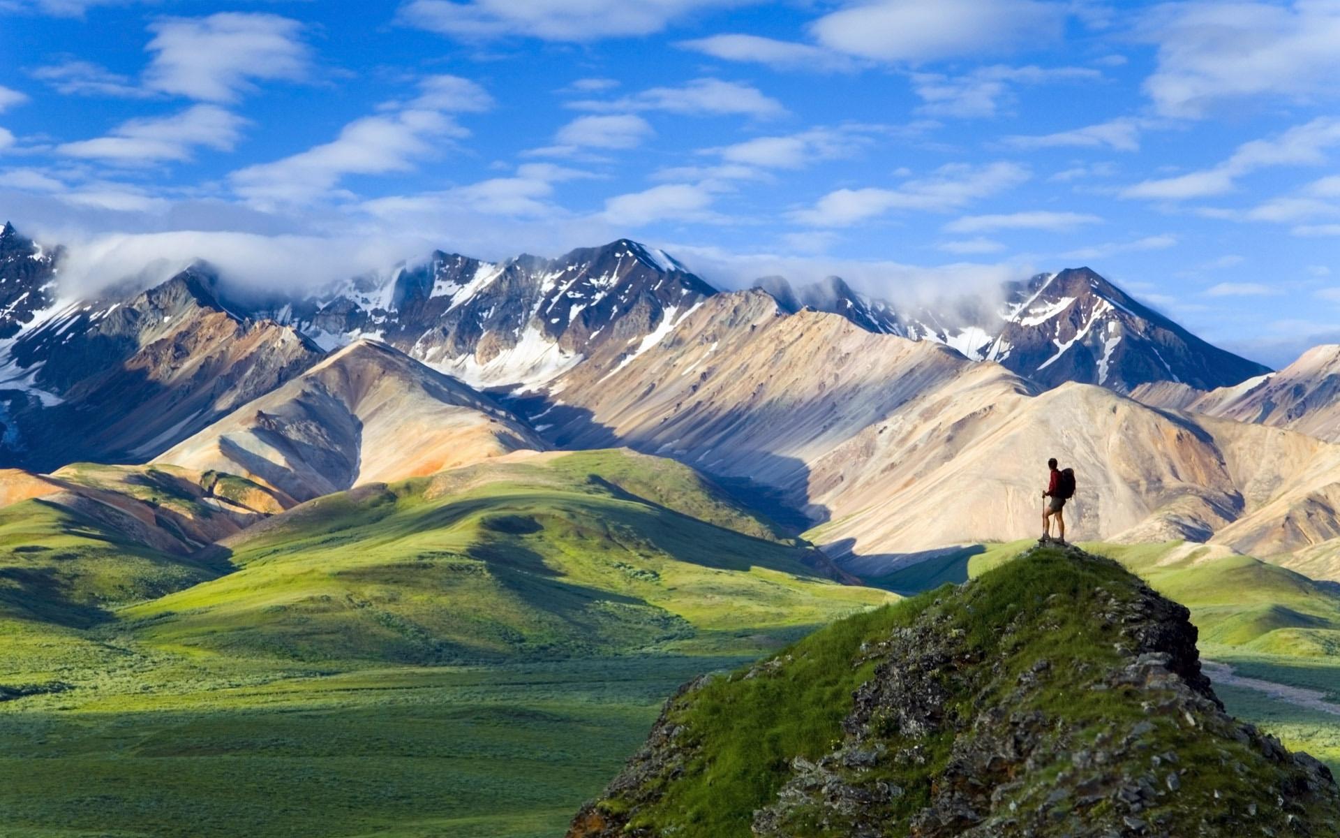 Polychrome Pass overlooking the Alaska Range Denali National Park, Alaska (© Alaska Stock/age fotostock)
